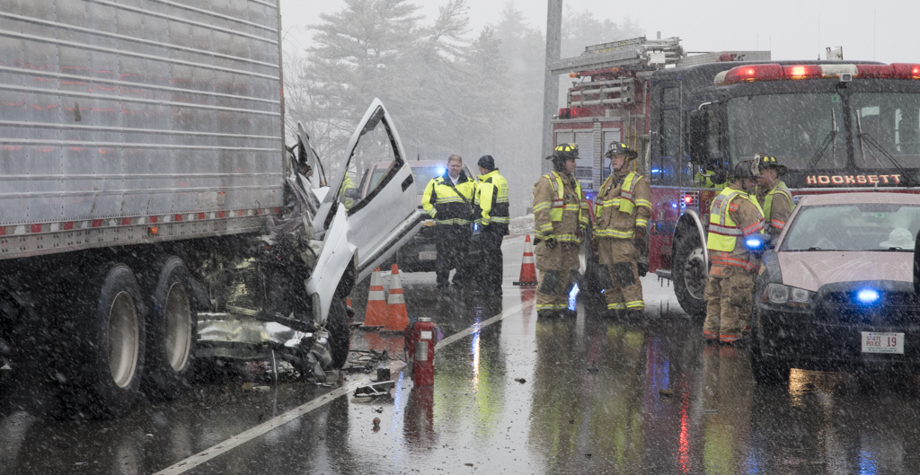 No ID yet in fatal crash near Hooksett Tolls | Manchester Ink Link