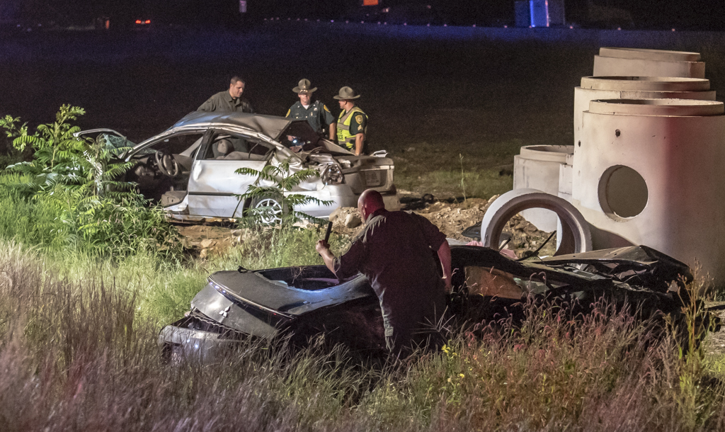 1 dead, 1 seriously injured in 2-car crash on I-93